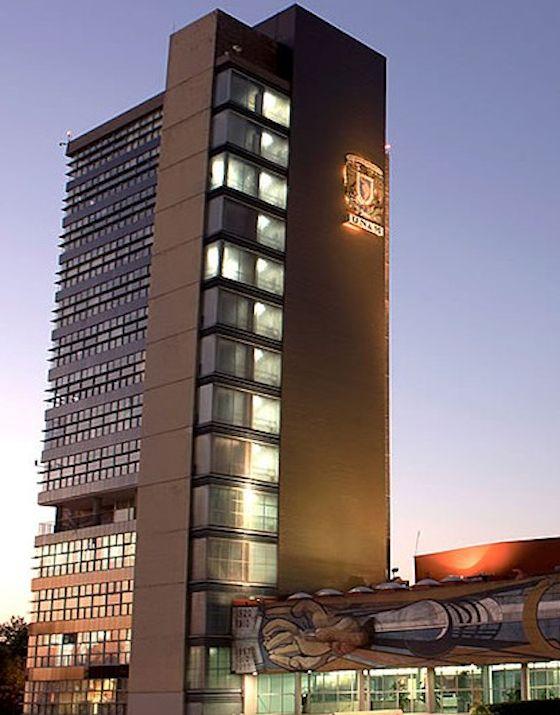 Fotografía de la Torre de Rectoría de la UNAM